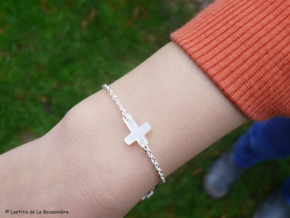 Bracelet Croix en nacre sur chaîne fine