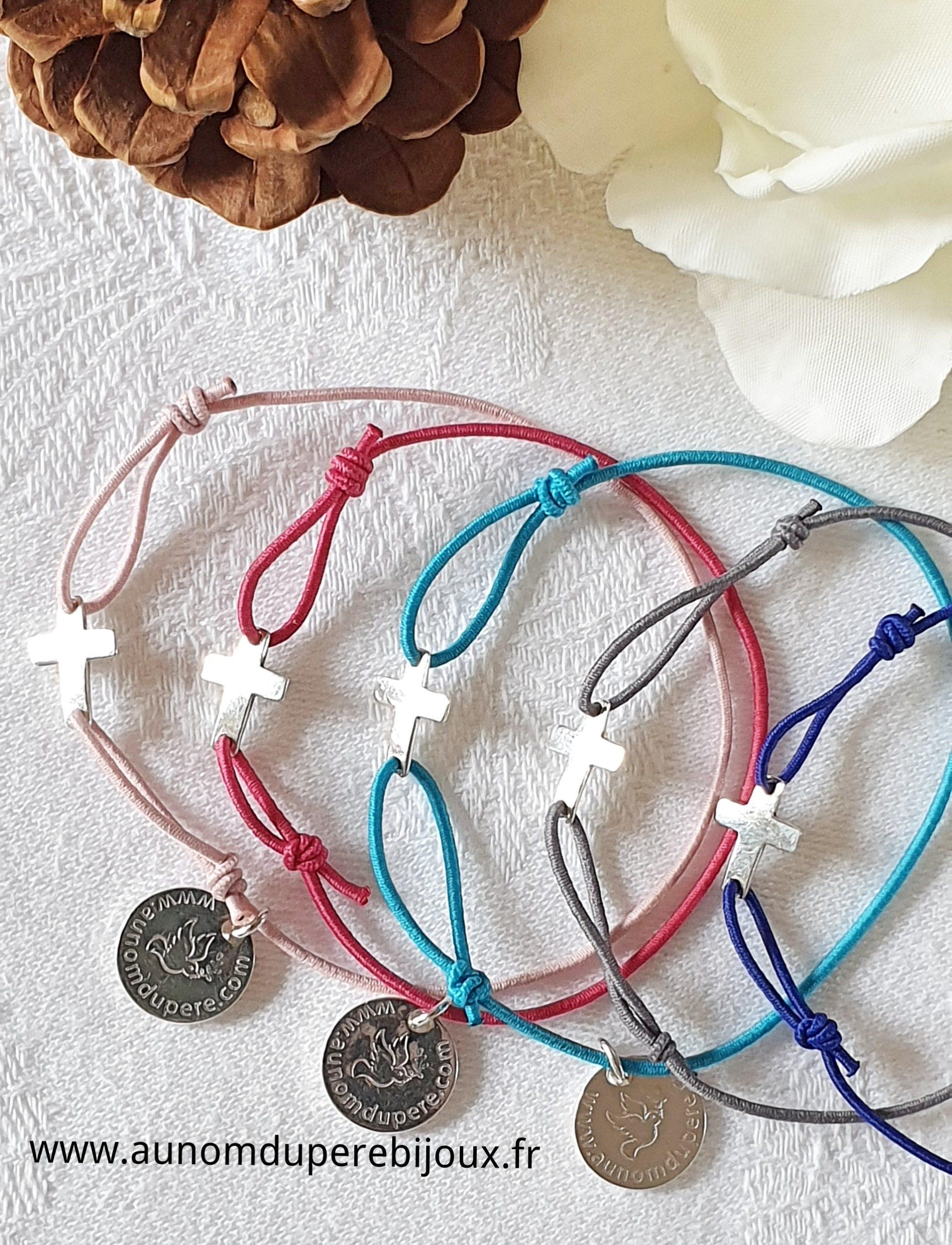 Bracelet Croix en argent sur fil élastique