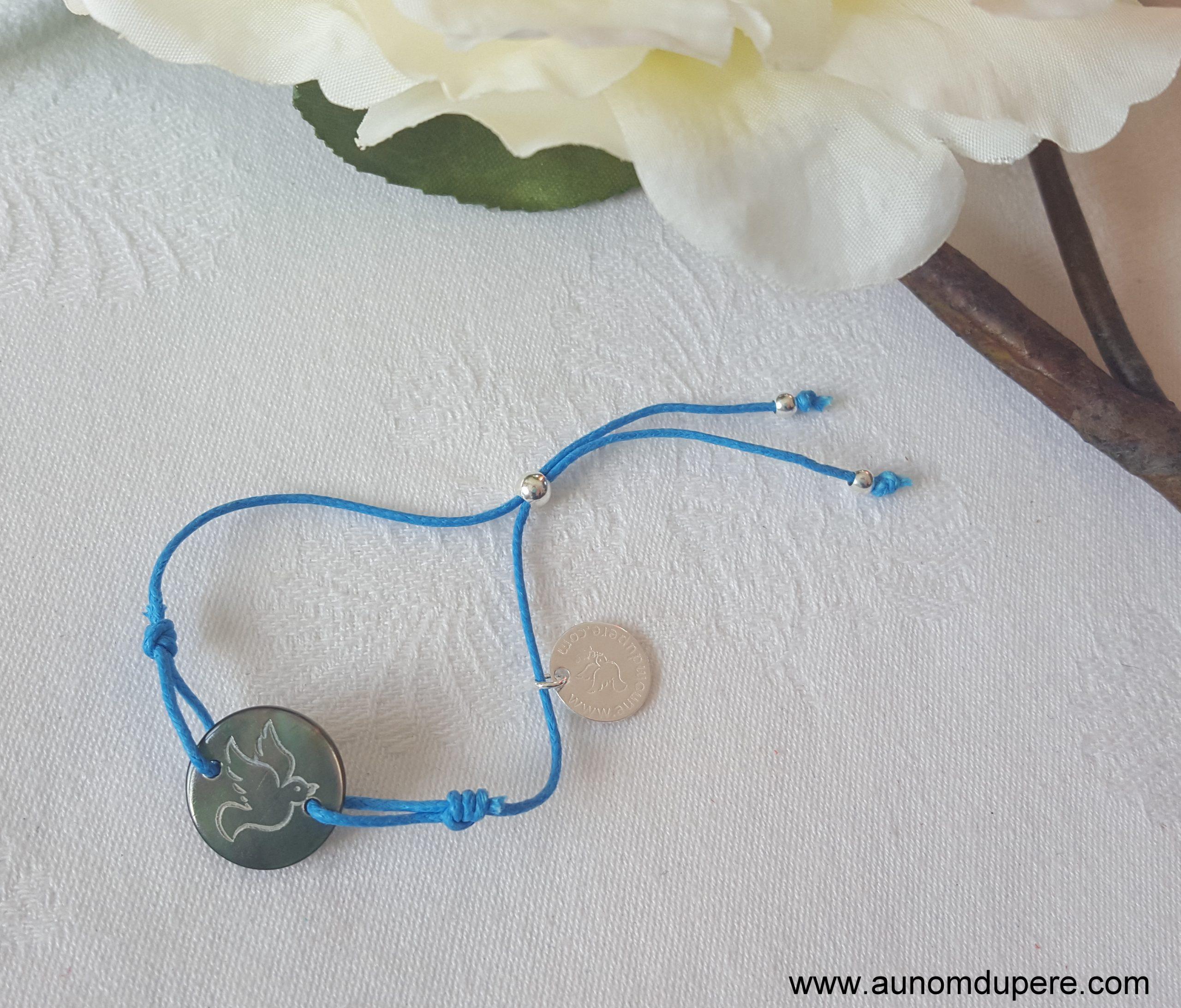 Bracelet médaille Esprit Saint en nacre (sur cordon)