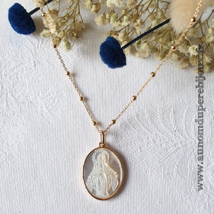 Collier médaille miraculeuse en nacre sertie