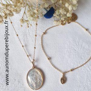 Ensemble collier médaille Sainte Vierge en nacre sertie et bracelet mini médaille miraculeuse (en plaqué or)