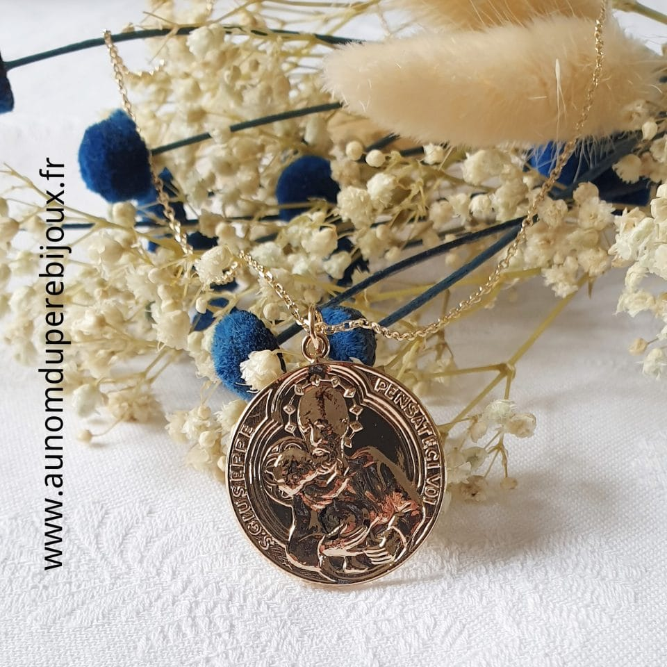 Collier médaille de Saint Joseph et l'Enfant Jésus